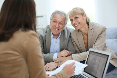 Life Insurance Settlement Guide Broker with clients